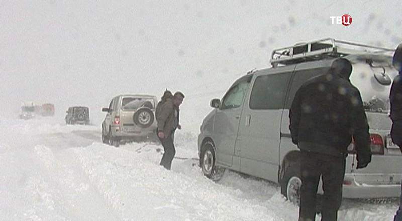 Снегопад парализовал движение нафедеральной дороге отМагадана доЯкутии