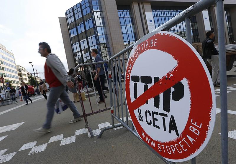 Протест против соглашений о свободной торговле с США и Канадой