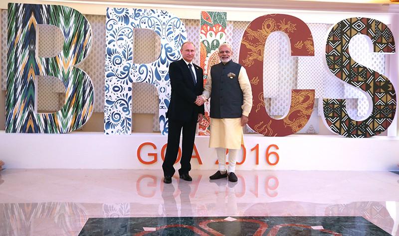 Президент России Владимир Путин на церемонии приветствия премьер-министром Республики Индии Нарендрой Моди