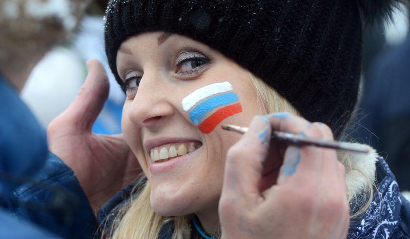 Российский флаг на щеке