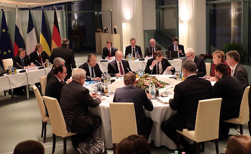 """Лидеры """"нормандской четверки"""" обсуждают ситуацию в Донбассе"""