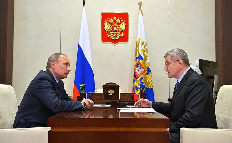 Владимир Путин и прокурор Российской Федерации Юрий Чайка