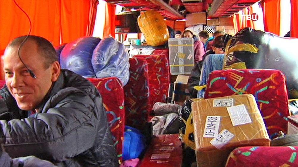 Пассажиры нелегального автобуса