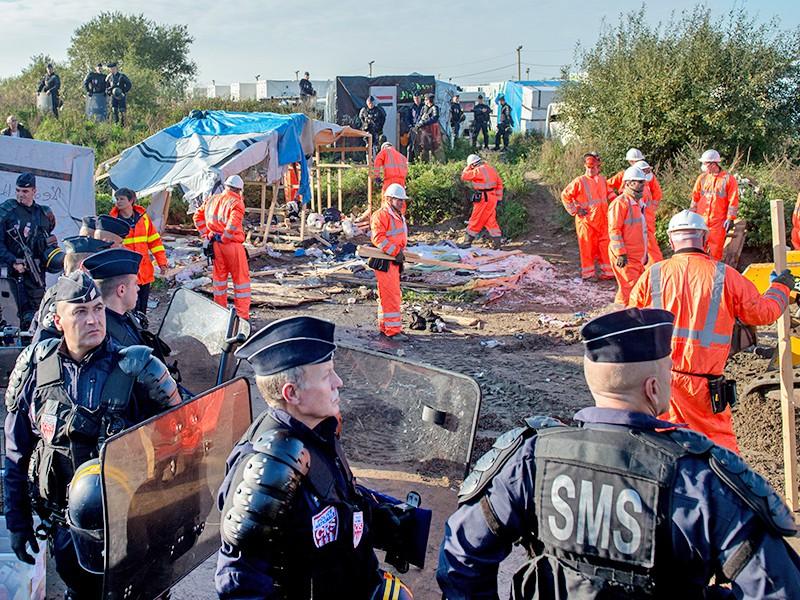 Снос палаточного городока мигрантов во Франции