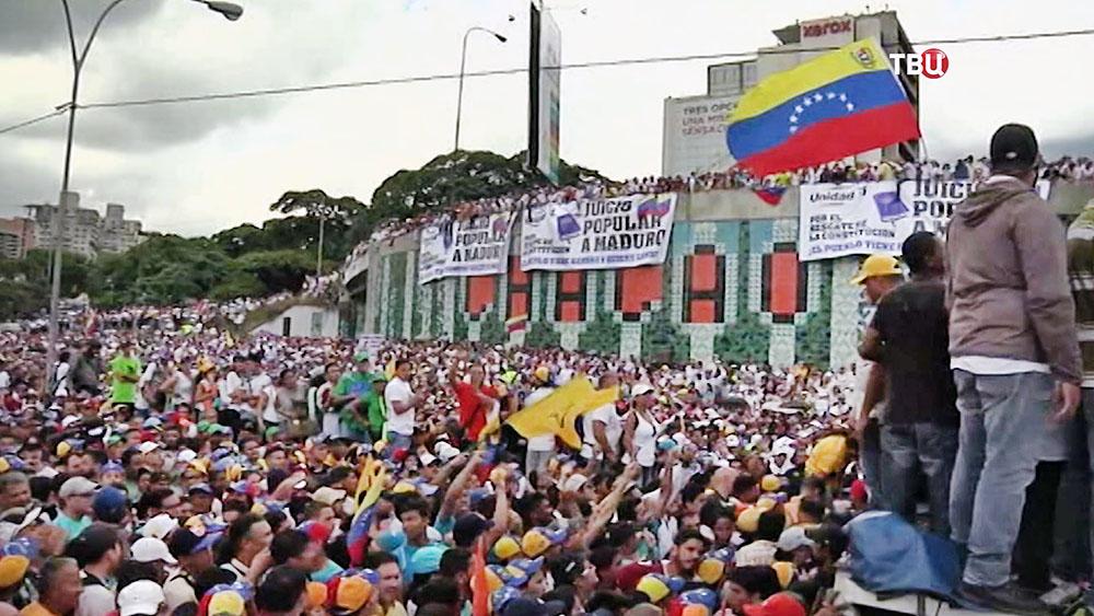Венесуэла на72 часа закрыла границу сБразилией