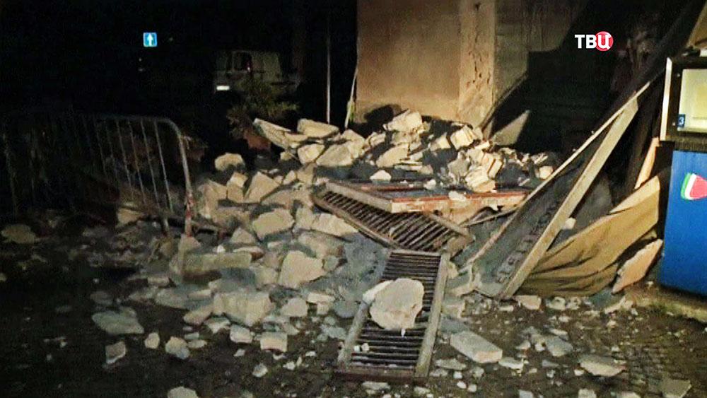 Поменьшей мере 8-ми человек пострадали вФабриано— Землетрясение вИталии