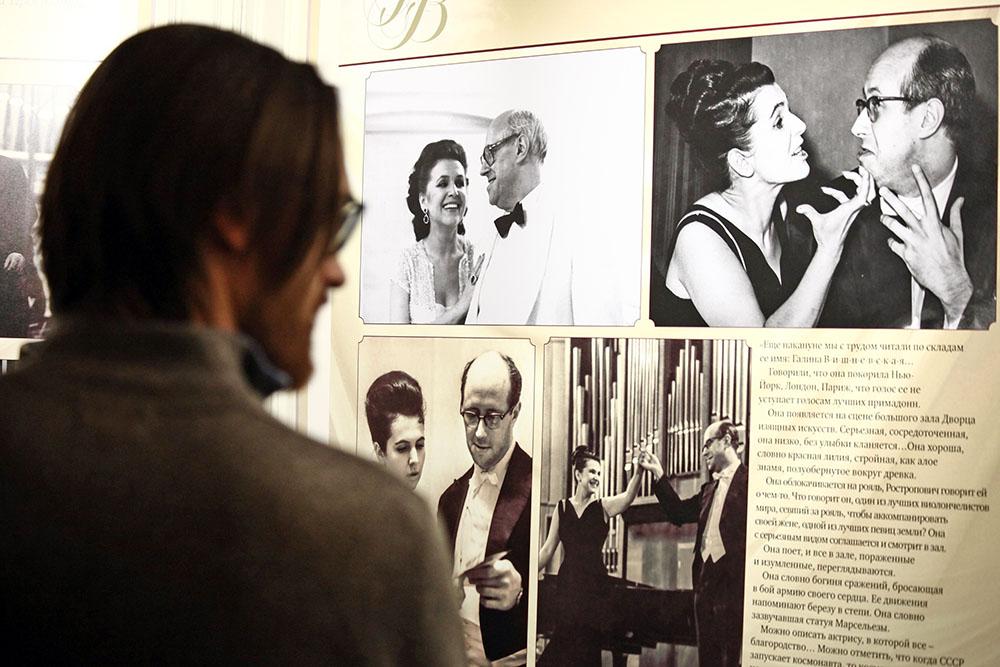 В огромном театре открылась выставка, приуроченная к 90-летию Галины Вишневской