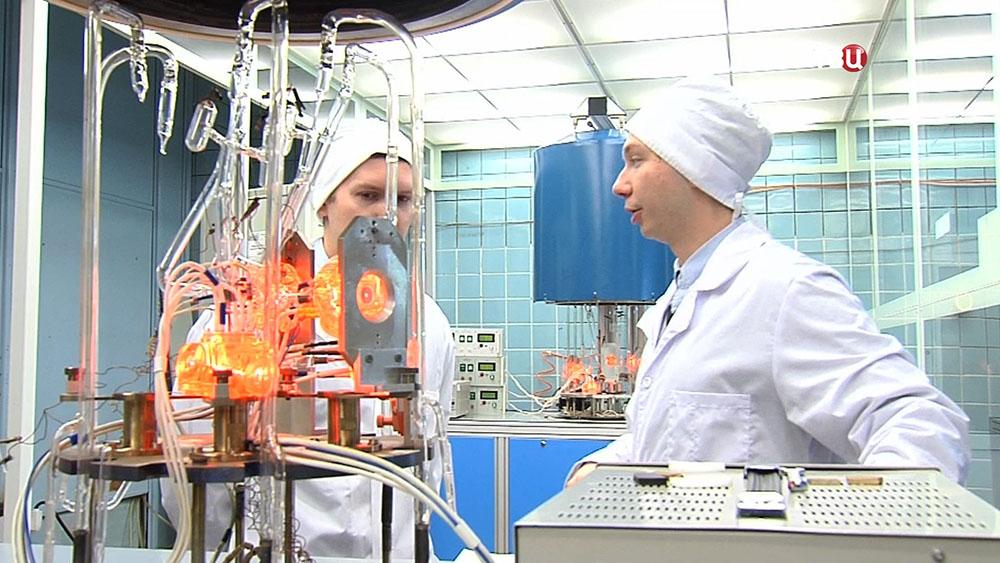 Ученые в научно-исследовательском институте