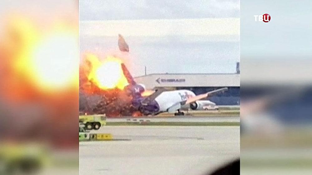 Врыв самолета службы доставки FedEx