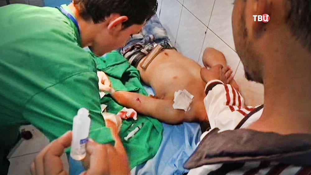 Пострадавшие при обстреле жилых кварталов в Сирии