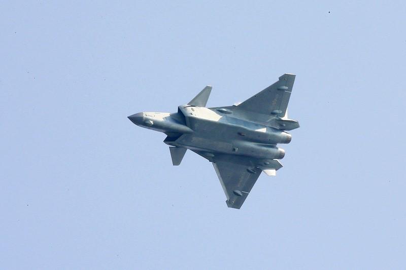 Китайский истребитель пятого поколения J-20