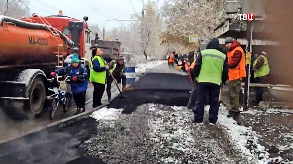 Укладка асфальта в снегопад