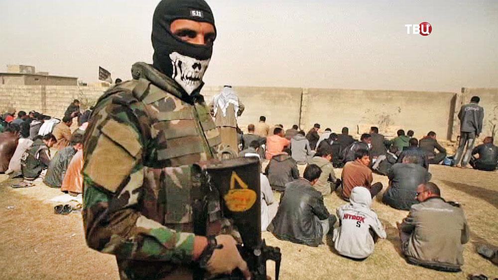 Жители Ирака под военным арестом