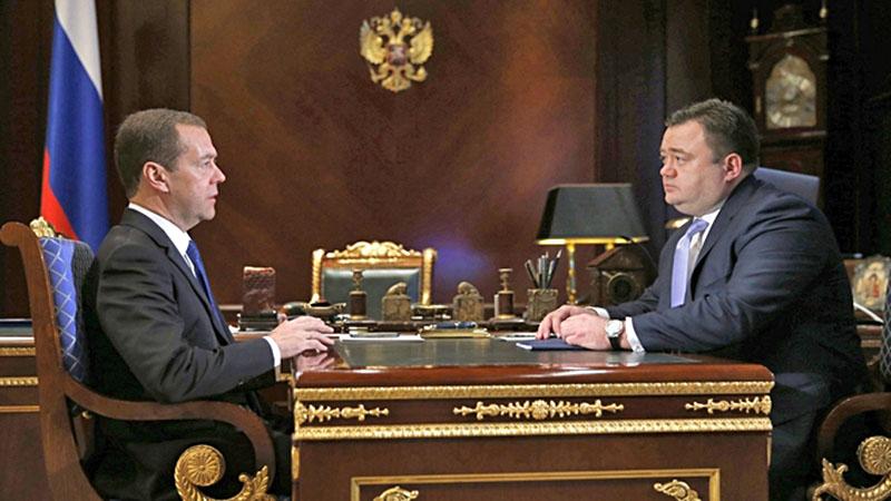 Председатель правительства Дмитрий Медведев и гендиректор Российского экспортного центра Петр Фрадков