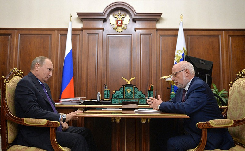 Владимир Путин и глава СПЧ Михаил Федотов