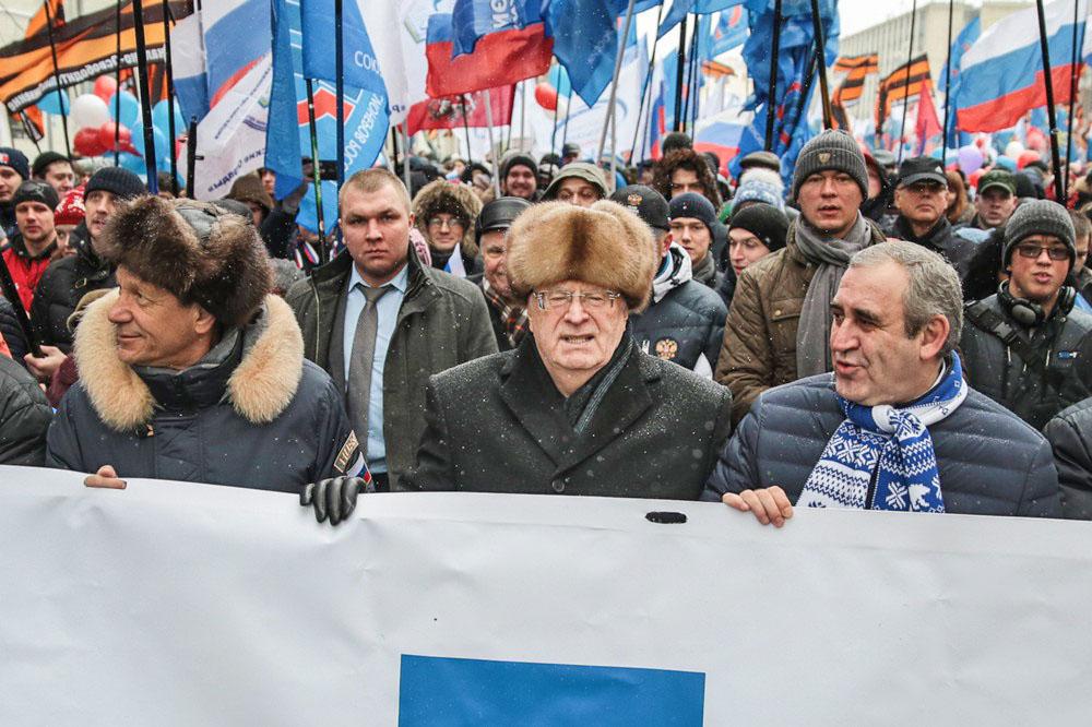 Александр Жуков, Владимир Жириновский и Сергей Неверов во время праздничного шествия в честь Дня народного единства