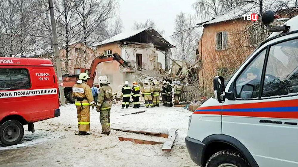 Экстренные службы на месте взрыва газа в Иваново