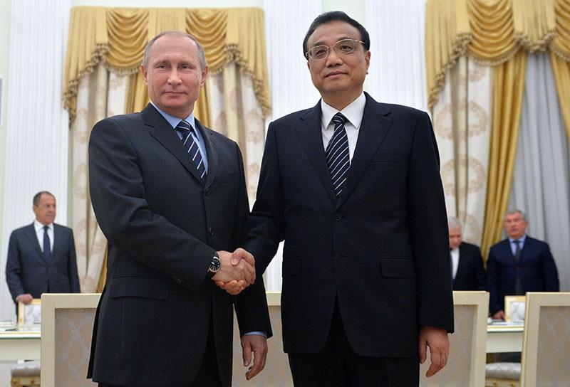 Президент России Владимир Путин и премьер КНР Ли Кэцян