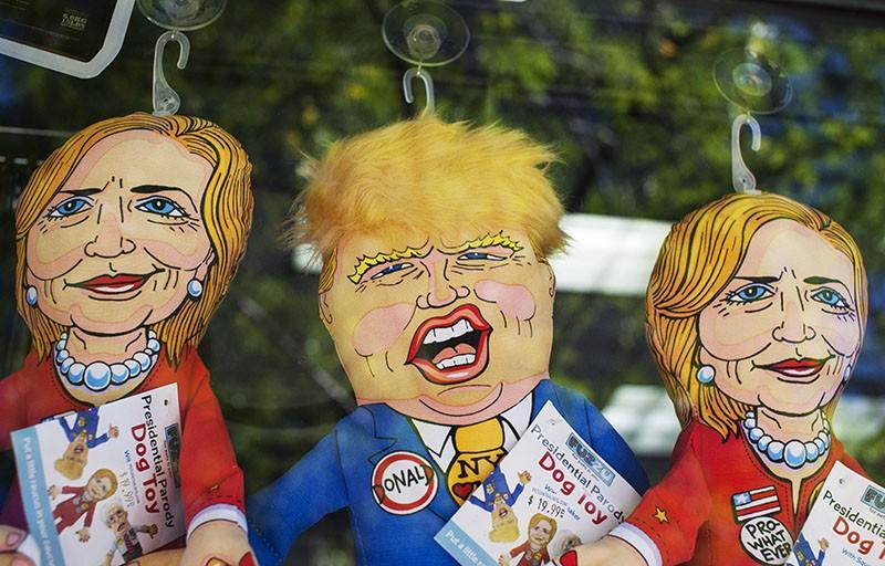 Игрушки с изображением кандидатов в президенты США Дональда Трампа и Хилари Клинтон
