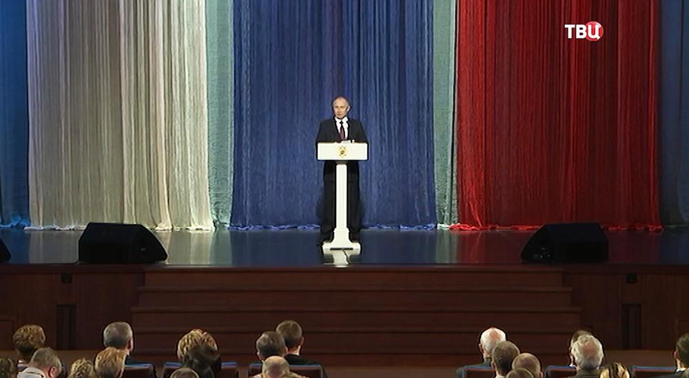 Президент поздравил собственный состав иветеранов МВД спрофессиональным праздником
