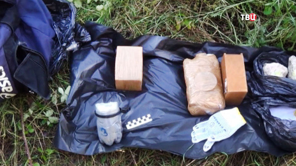 Изъятая взрывчатка у задержанных в Крыму украинских диверсантов