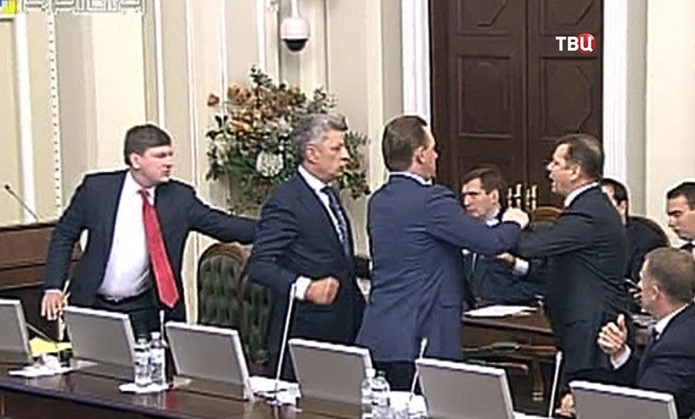 Юрий Бойка и Олег Ляшко подрались на заседании