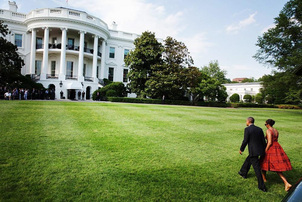 Барак и Мишель Обама у Белого дома