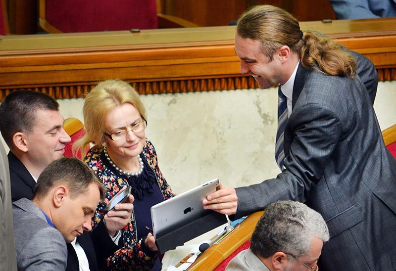 Ирина Фарион и Игорь Мирошниченко на заседании Верховной Рады Украины