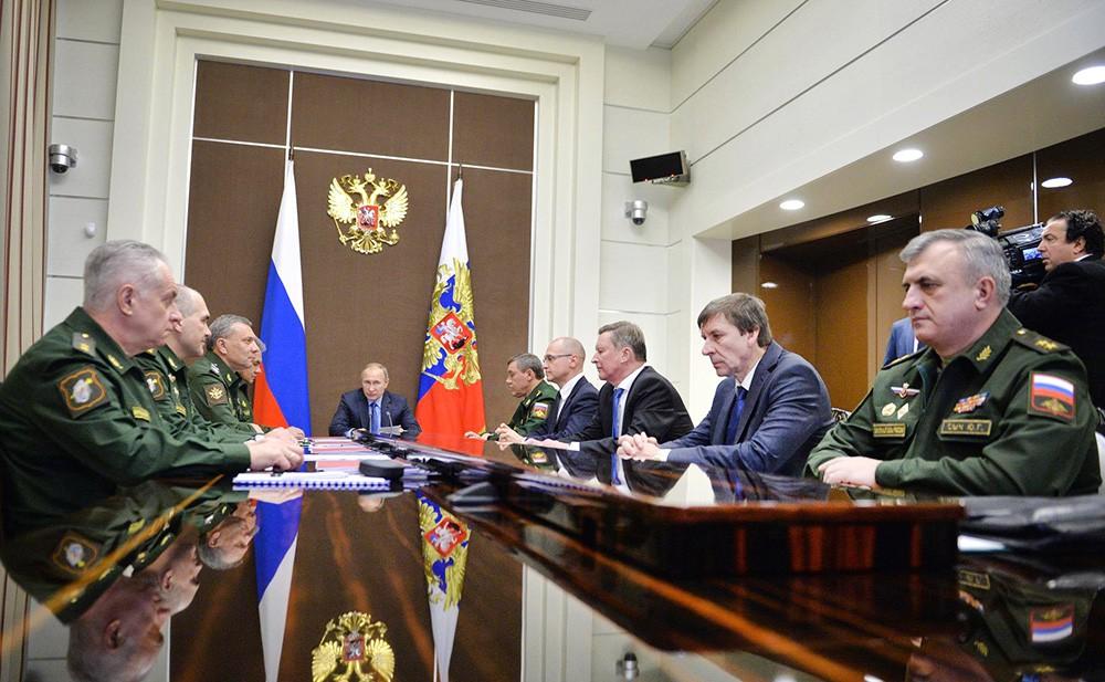 Владимир Путин на совещании по вопросам развития Вооружённых Сил