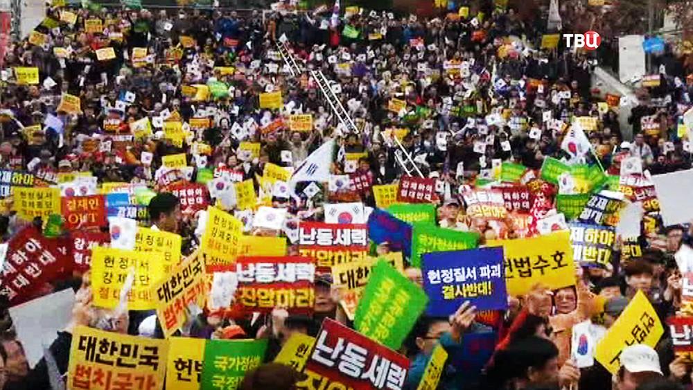 Митинг в Южной Корее в поддержку Пак Кын Хе