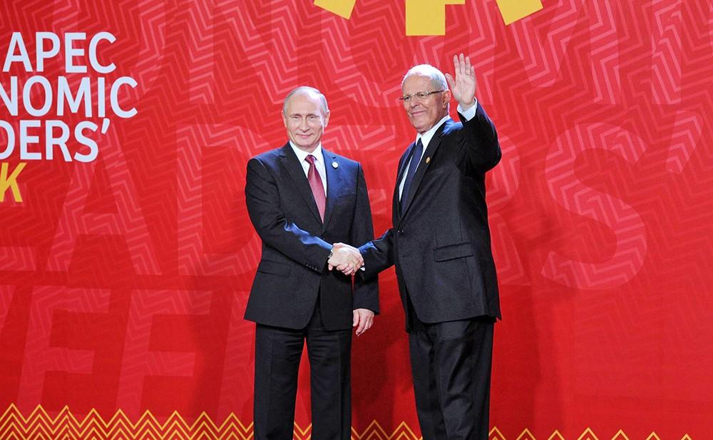 Президент России Владимир Путин и президент Перу Педро Пабло Кучински