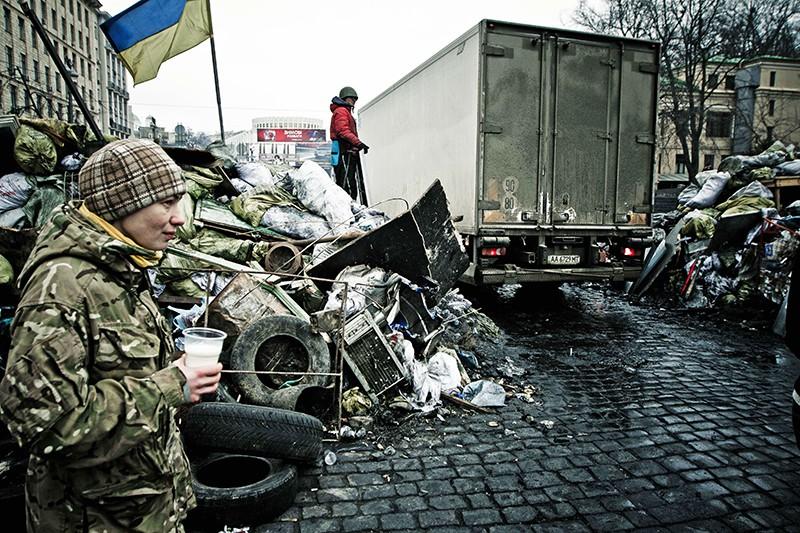 Строительство баррикад в Киеве. Февраль 2014 год