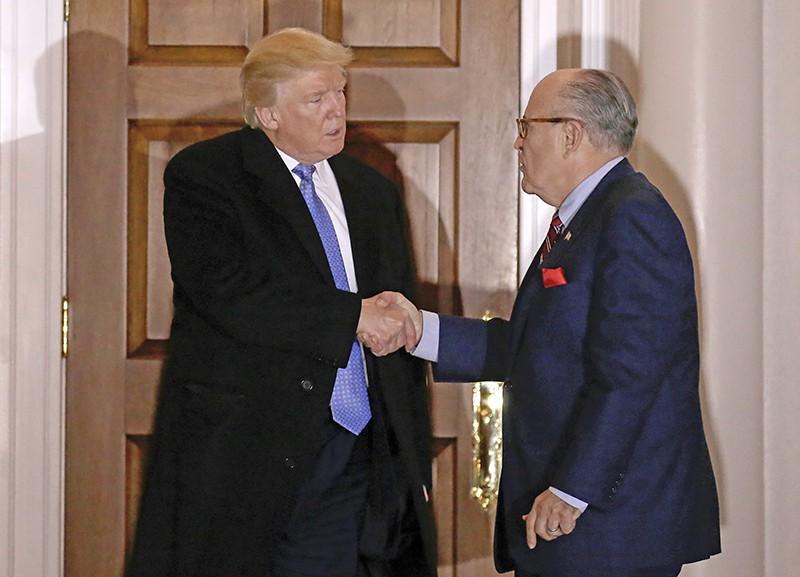 Избранный президент США Дональд Трамп и бывший мэр Нью-Йорка Рудольф Джулиани