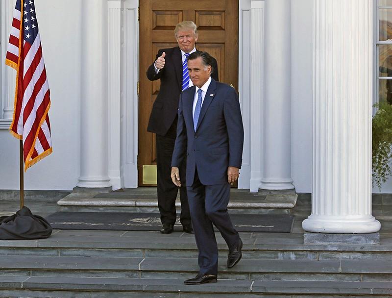 Избранный президент США Дональд Трамп и бывший губернатор штата Массачусетс Митт Ромни
