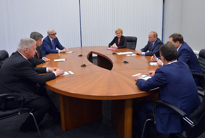 Президент России Владимир Путин и генеральный директор Международной организации труда (МОТ) Гай Райдер во время встречи