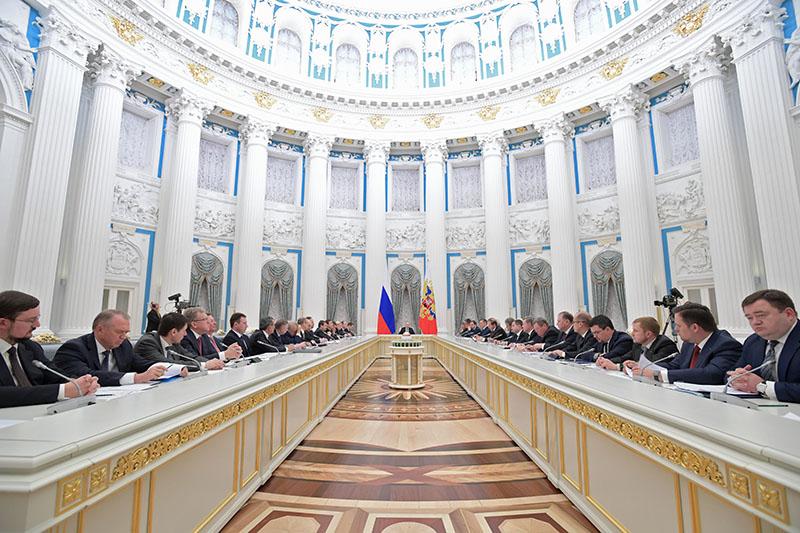 Президент РФ Владимир Путин проводит в Кремле заседание Совета при президенте РФ по стратегическому развитию и приоритетным проектам