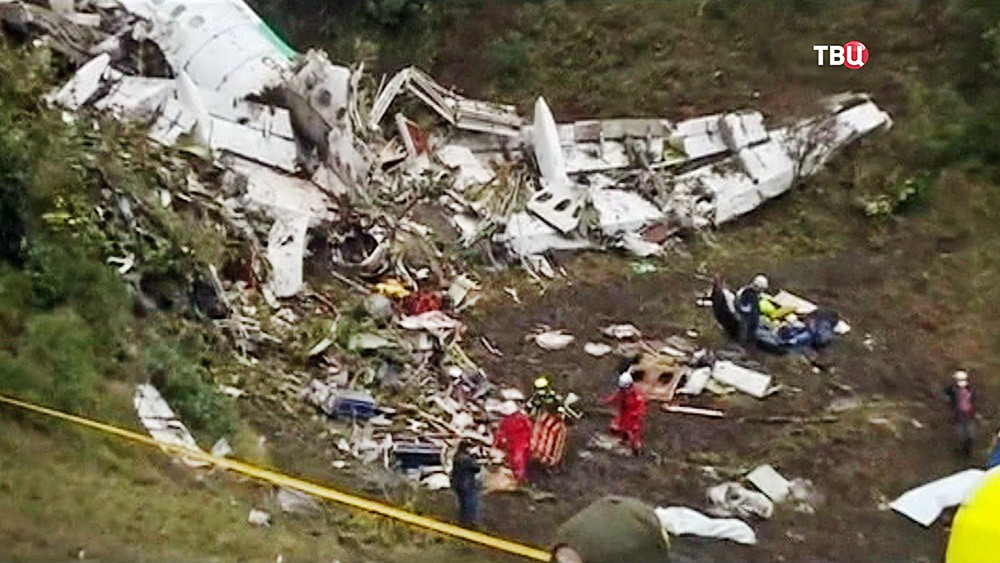 Работы на месте крушения самолета в Колумбии