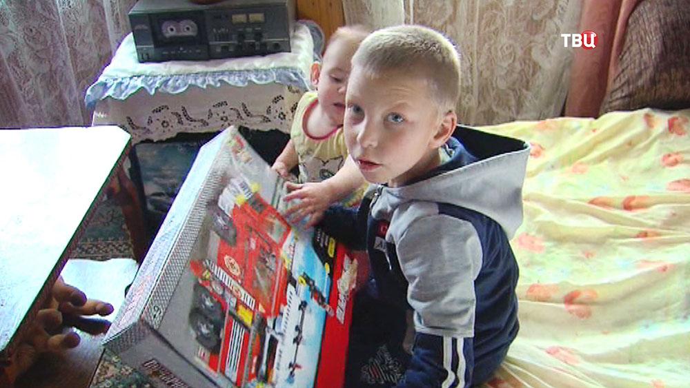 Семилетний Антон Родин, спасший брата и сестру из пожара