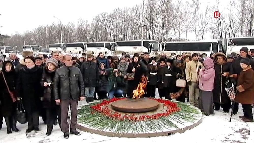 Возложение цветов к памятнику Сибирякам-защитникам Москвы
