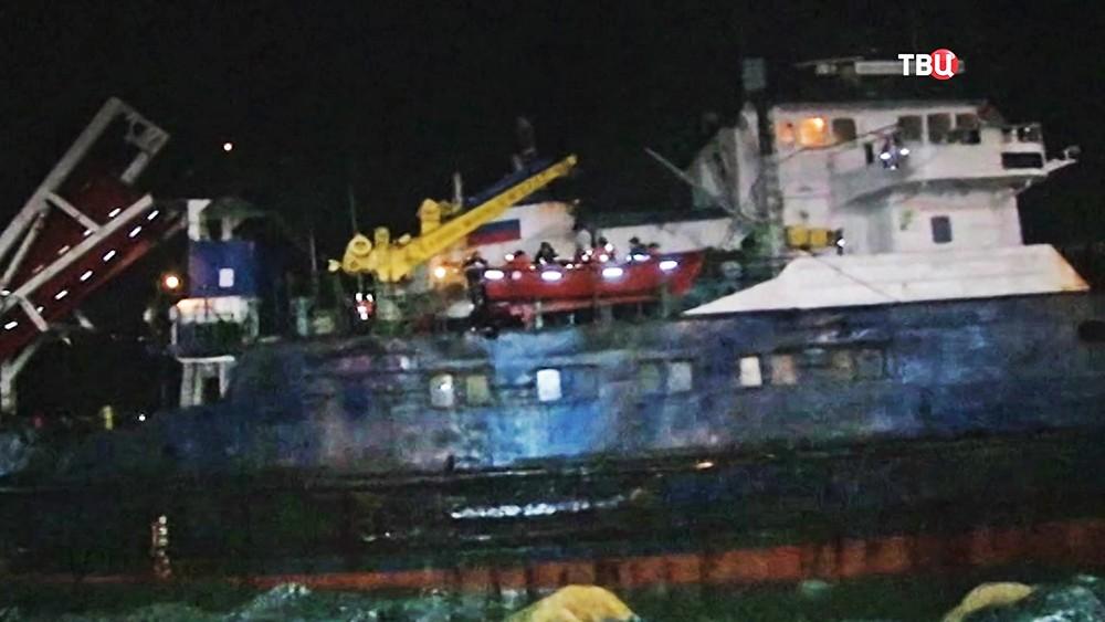 Российское судно село на мель у набережной в Турции