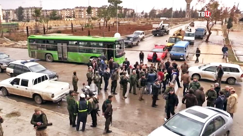 Жители Алеппо возвращаются в город