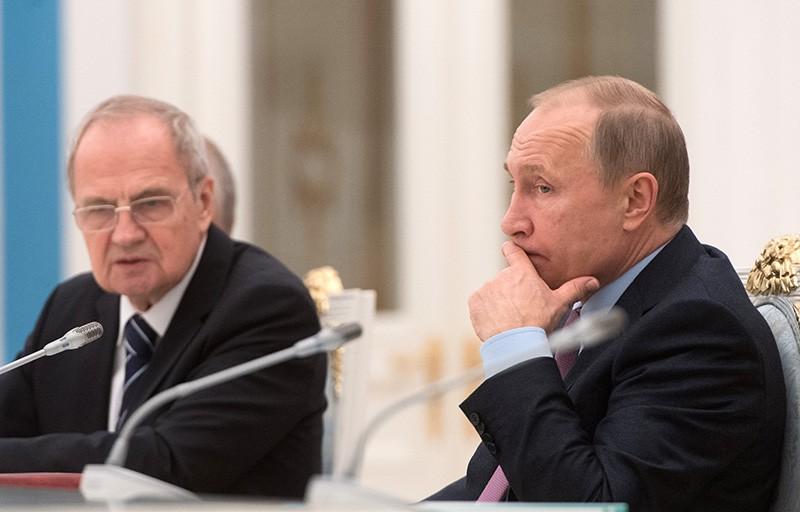 Президент РФ Владимир Путин во время встречи в Кремле с судьями Конституционного суда
