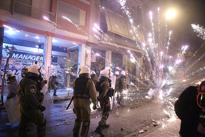 Ночью вАфинах произошли массовые беспорядки, милиция провела 28 арестов