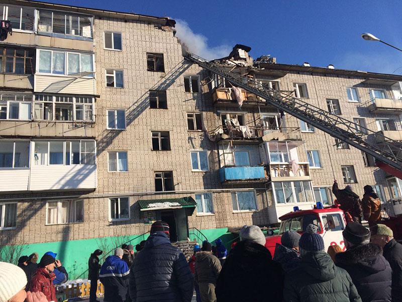 Работы по ликвидации последствий взрыва газа в жилом доме