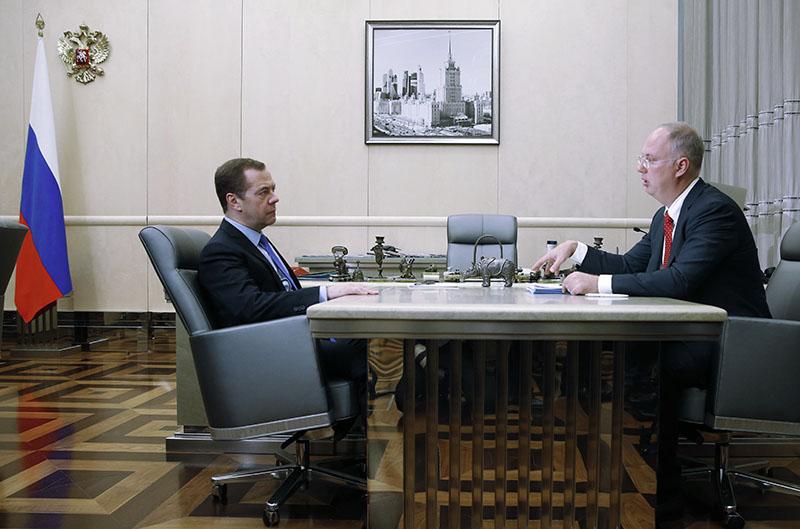 Председатель правительства РФ Дмитрий Медведев и генеральный директор Российского фонда прямых инвестиций (РФПИ) Кирилл Дмитриев