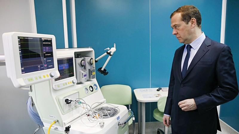 Дмитрий Медведев посетил больницу