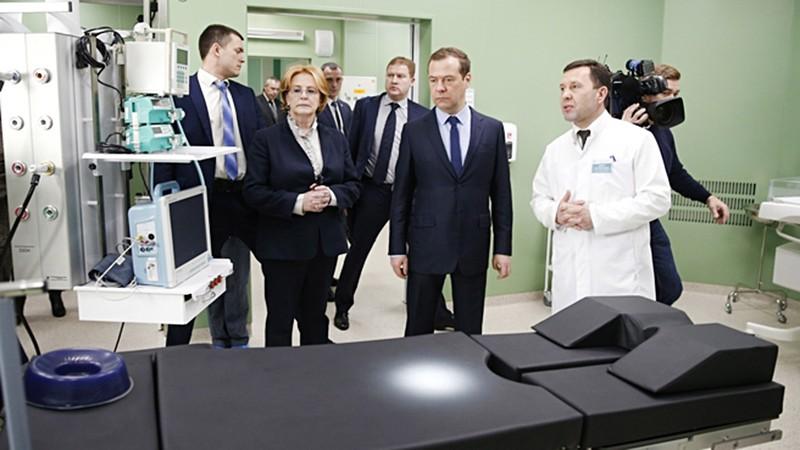 Дмитрий Медведев и Вероника Скворцова осмотрели больнице