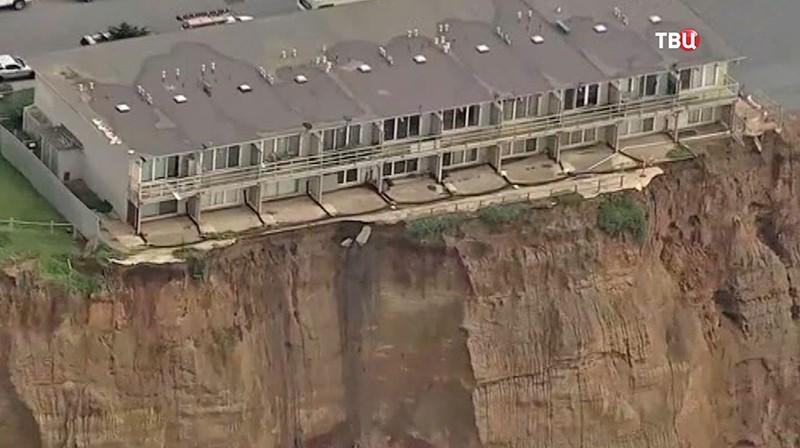Обрушенный пляж Калифорнии