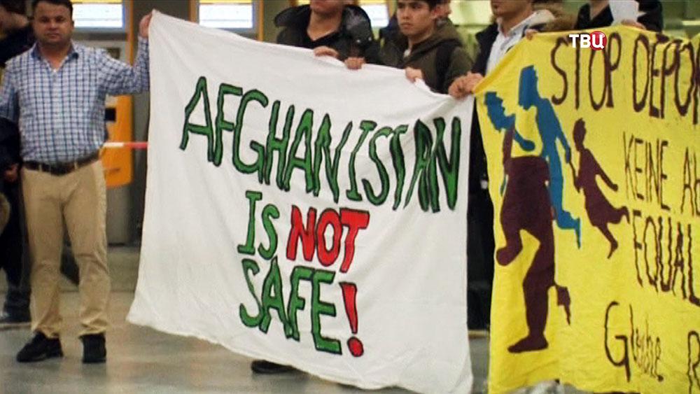 Германия депортировала первую группу мигрантов изАфганистана