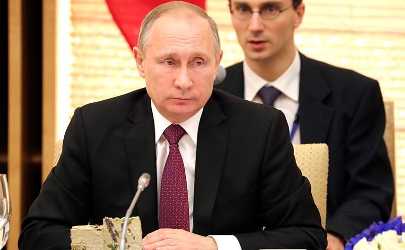 Владимир Путин на встрече  с Премьер-министром Японии Синдзо Абэ